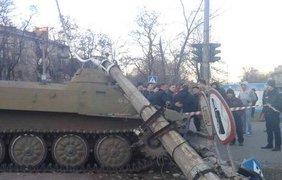Бунт в Константиновке: жители атакуют общежитие военных