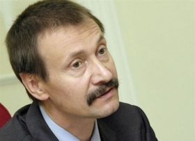 Пора ставить вопрос о возвращении средств семьи Яценюка, - оппозиционер