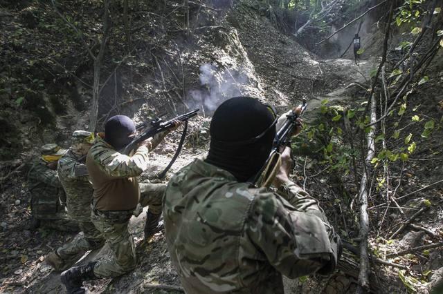 Украинские партизаны под Донецком уничтожили колону военной техники ВС РФ