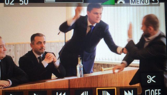 Народный депутат Сергей Хлань избил депутата Каховского горсовета палкой колбасы