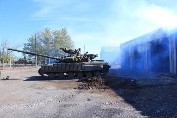В Донецк переброшена бронегруппа. Командовать войсками прибыл высокий чиновник из РФ