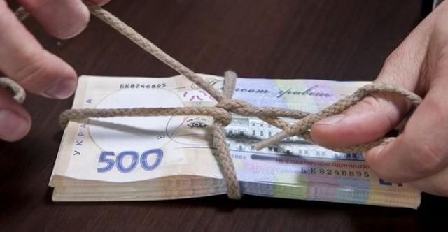 Черкасскому прокурору, который за закрытие дела и возвращение Lexus'а требовал 1500 долларов и 1 тысячу гривен, светит 10 лет тюрьмы