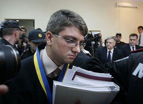 Судья, посадивший Тимошенко, не оставит Порошенко в покое