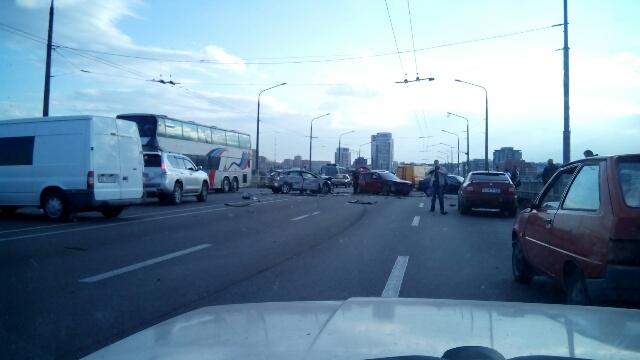 В Киеве произошло ДТП с участием девяти автомобилей