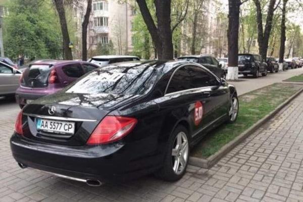 """Газон для вождя"": Балашова поймали на автохамстве"