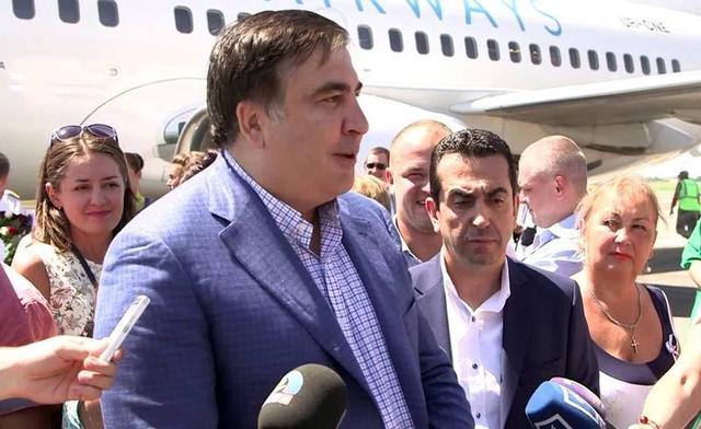 А сколько мы дали им зарплаты? - Саакашвили вступился за чиновников-взяточников