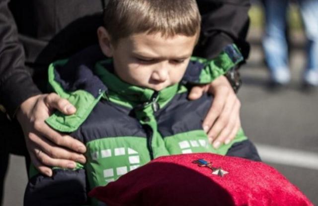 Появилось фото брошенного сына Моторолы от первого брака в РФ