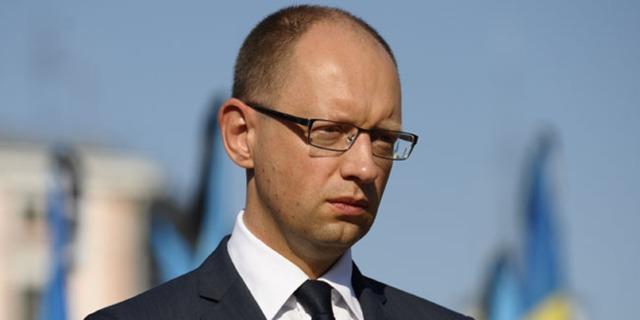 Яценюк возмутился инцидентом с могилой поэта Олеся