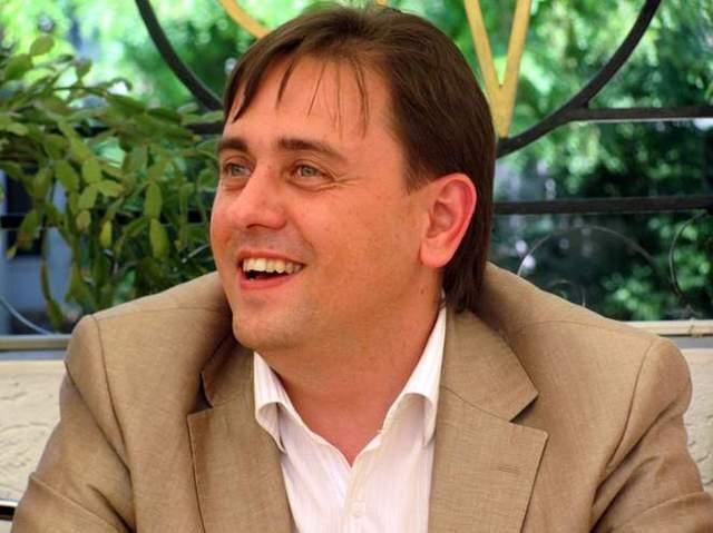 В Николаеве известный продюсер набросился на официантку и «козырял» связями с Аваковым