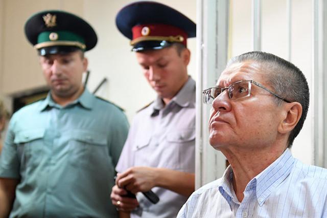 Следствие: Улюкаев вымогал взятку, показывая Сечину «два пальца»