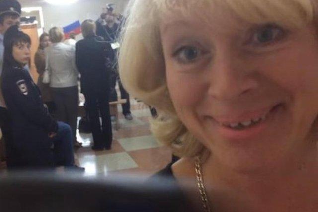 Директор школы Саратова кривлялась на избирательном участке, отвлекая внимание от вбросов