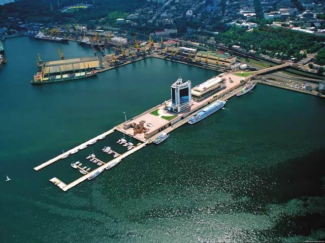 В Ильичевском морском рыбном порту 19 сентября оформили 10 контрабандных контейнеров