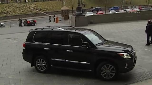 Чиновники-«реформатори» рекордно обновили автопарк на тисячу нових елітних авто
