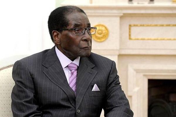Почему президента Зимбабве Роберта Мугабе не свергают, но уговаривают вовремя уйти