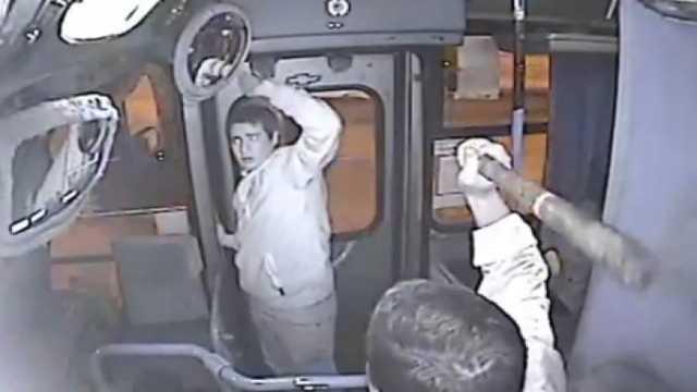 В Киеве водитель маршрутки избил пассажира битой