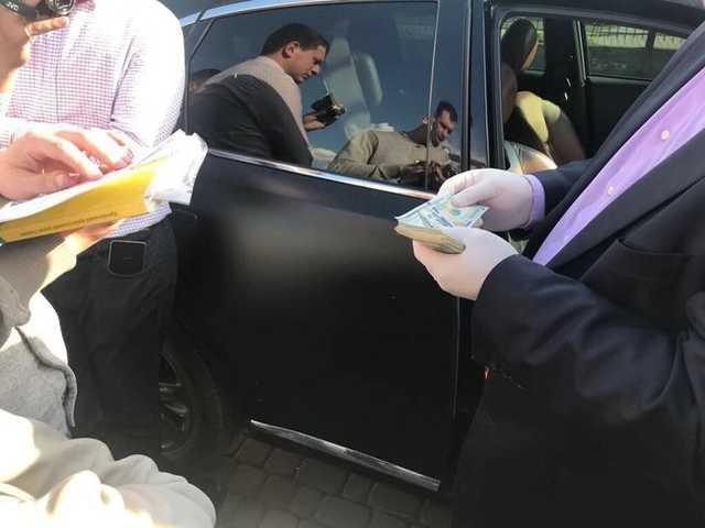 Заместитель мэра Луцка и двое чиновников горсовета задержаны при получении четвертого транша взятки в сумме 17 тыс. долл. , — Луценко
