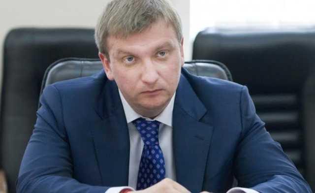 Министр Петренко требует с частных исполнителей «откат» в размере 30 % от всех собранных средств – журналист
