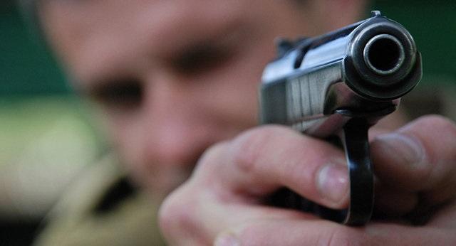 Начальник связи штаба зенитно-ракетного полка пытался убить трех офицеров