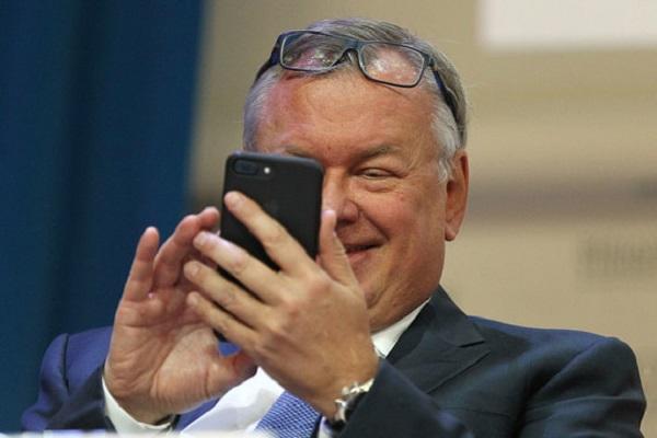 Сделка по продаже «Роснефти»: ВТБ ждет от СМИ по миллиарду рублей