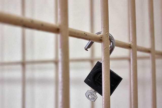 Петербургского восьмиклассника задержали после того, как 14-летнюю девочку облили спиртом и подожгли