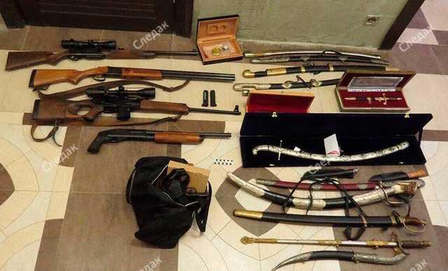 Из дома экс-главы Серпуховского района Шестуна изъяты коллекции оружия, часов и наград