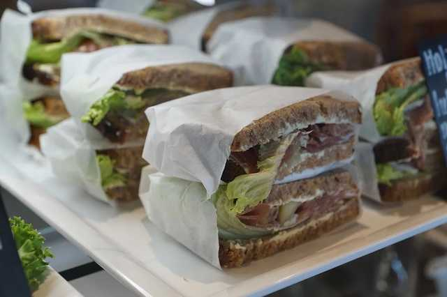 Словенский депутат ушел в отставку из-за кражи сэндвича