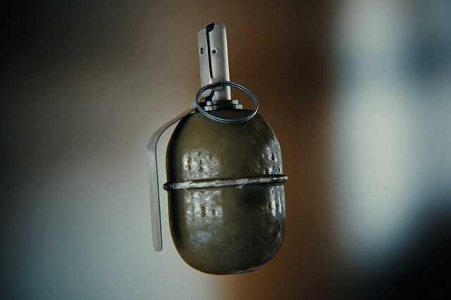 Военнослужащий принес к другу на день рождения гранату и подорвался на ней