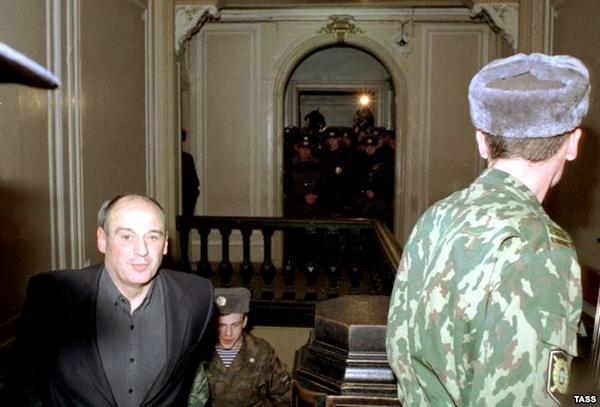 Юрий Шутов (слева)